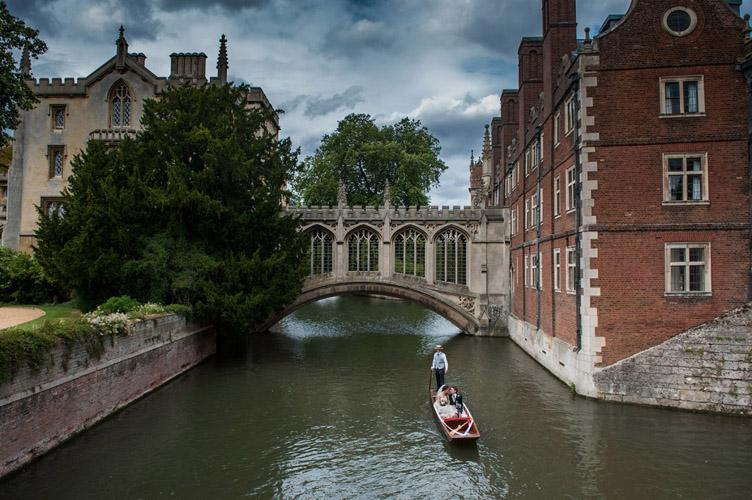 Wedding photographer Cambridge : Bridge of Sighs, St John's college